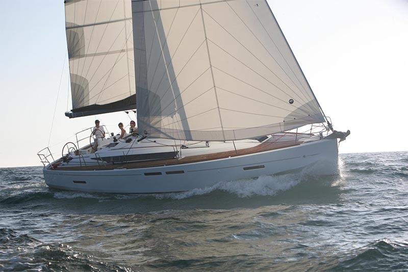 Design ragionato e ottime prestazioni di vela – scoprite tutto sulla premiata Jeanneau Sun Odyssey 409